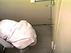 Nurse masturbates in a toilet (Japan)
