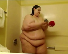 Sbbw amateur in the shower