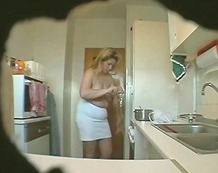 BBW Wife masturbates in kitchen (Hidd...