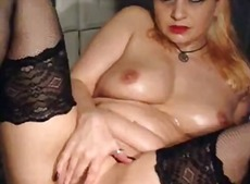 Xhamster - BBW blondie masterbates on cam