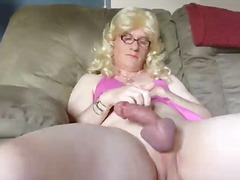 Mature blonde CD in pi...