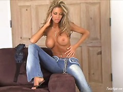 Mandy Lynn pleasures herself on camera!