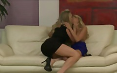 Porn Hub - Blonde lesbian couple Brandi Love & Nicole Graves enjoy rough-sex