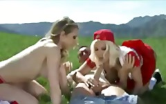 Busty blondes Kagney Linn Karter and Lylith Lavey share bigdick