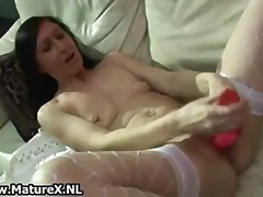 Skinny old housewife s...