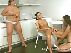 Older babe teaches young lesbos how t...
