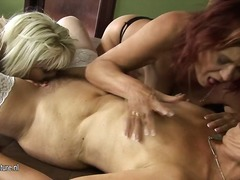 Two amateur mature les...