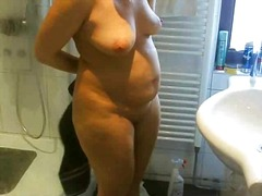 Spycam wife in shower