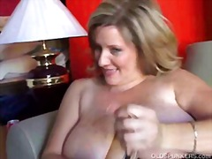 Beautiful cougar has nice big tits an...