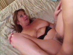 MILF in heat gets her ... - Xhamster