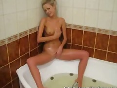 Tube8 Movie:This blonde girl looks tasty
