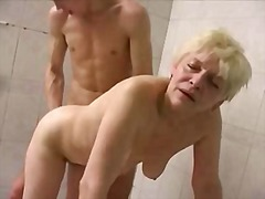 Old mom in swimming pool video
