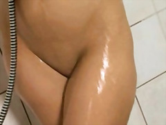 Shower power of sweet blondie