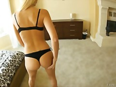 Watch hot Erica make her ass bounce for your viewing fun !