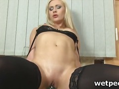 Blonde hoe fucks twat for piss