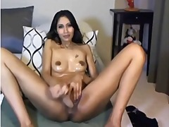 Hot asian babe using huge dlilo