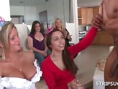 Stripper gives lapdanc... video