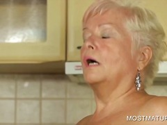 Thumbmail - Mature babe pleasurein...