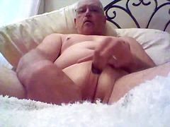 Male with pussy plays ...