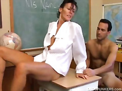 H2porn Movie:Sexy MILF Nancy Vee loves to f...
