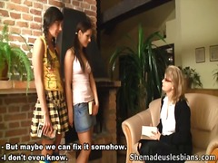 Girls learn love button stimelation and tugjob not far from their teacher.