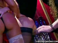 WinPorn - Sexy Blonde Doing a St...