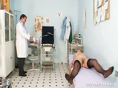 Redhead granny messy snatch stretchellong in gyn clinic