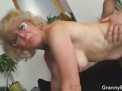 Young guy fucks hot gr...
