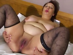 Thumbmail - Plumper mature in bed
