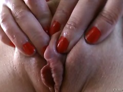 Tori Lux rubs her wet shaved