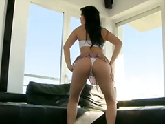 Insatiable brunette Horny Nilla sucks...