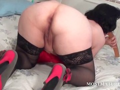 Thumb: Mature hoe licking a d...