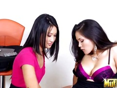 Asian beauties Jessica Bangkok and Tai