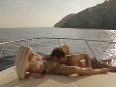 DrTuber Movie:beautiful art sex on the yacht