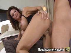Yobt Movie:Deauxma pays for her son's fri...