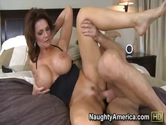 Thumb: Deauxma pays for her s...