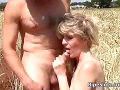 Outdoor fuck by horny old slut & her ...