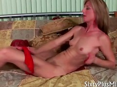 Nuvid - Horny mature wife gives kinky solo