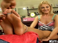 Avantguarde masseur Tony makes feet l...