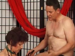 Old mature slut likes punishing durin...