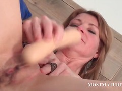 Mature hottie dildoes ... - DrTuber