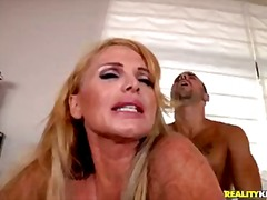 Taylor the boss humps her new intervi...