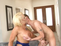 Blonde slut gets double penetrated by