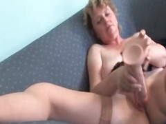 Naughty mature woman l...