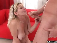 Mature blonde with nic...