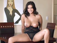Bodied sexy brunette sunny leone has