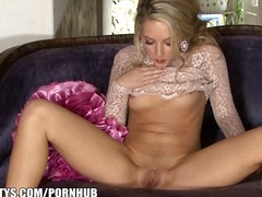 Sexy blonde gf shows off her ass in h...
