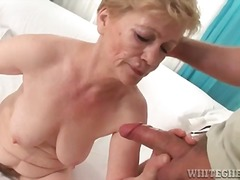 Hairy granny gets fingered then sucks...