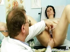 Aged miriam doctor gyno speculum pussy checkup on gynochair