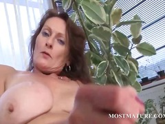 Lusty mature vibes her two fuck holes